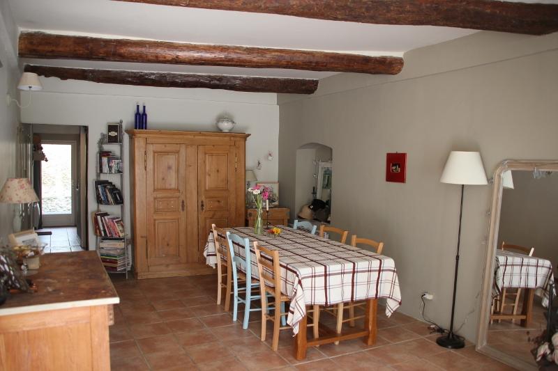 Maison de village au coeur de lambesc deux chambres avec for Maison avec cour interieure