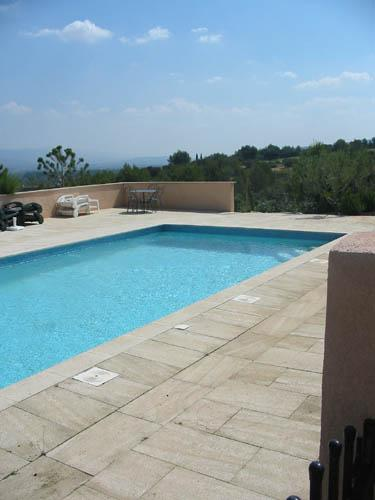 John cheetham immobilier vend 1 grande villa a pont royal for Chauffage piscine 10x5