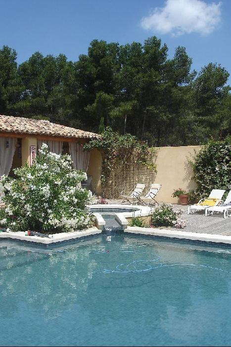 Villa avec piscine sur 1ha saint cannat john cheetham for Astral piscine st cannat