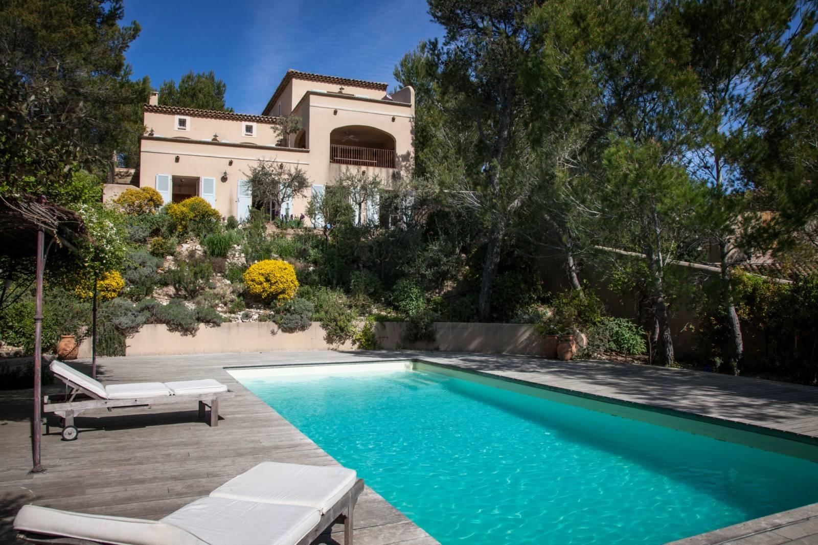 Villa dans le golf de Pont Royal en Provence, 5 chambres, vue dégagée.