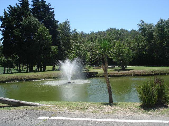 Proche centre village shon de 150m² john cheetham immobilier propose au golf de pont royal 1700 m²
