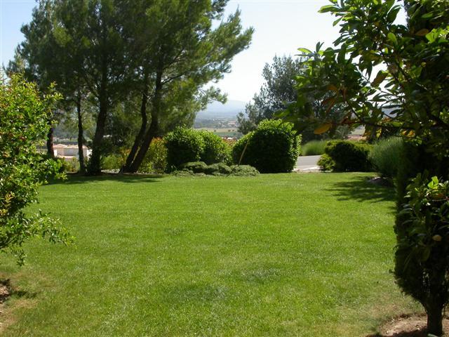 golf de Pont Royal en Provence un appartement Equipé, meublé, décoré,  un joli 3pièces pour 6 personnes en rez de jardin ,bel vue sur le Luberon