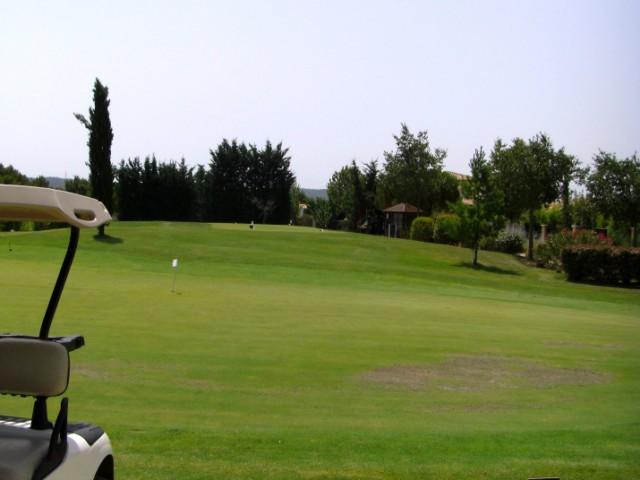 location saisonnière d'une villa neuve équipée , meublée, décorée, au prix de 1600€ la semaine T6 Dans le domaine exceptionnel et sécurisé du golf de Pont Royal ,entre les Alpilles et le Luberon