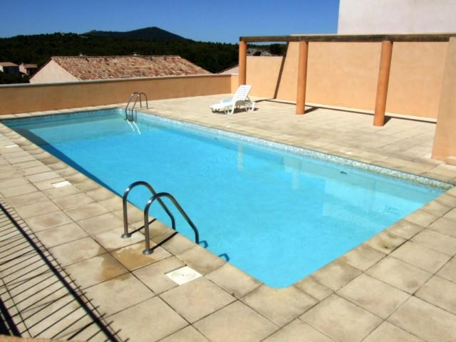 T5 Proche centre village golf de Pont Royal en Provence villa neuve dans un domaine exceptionnel