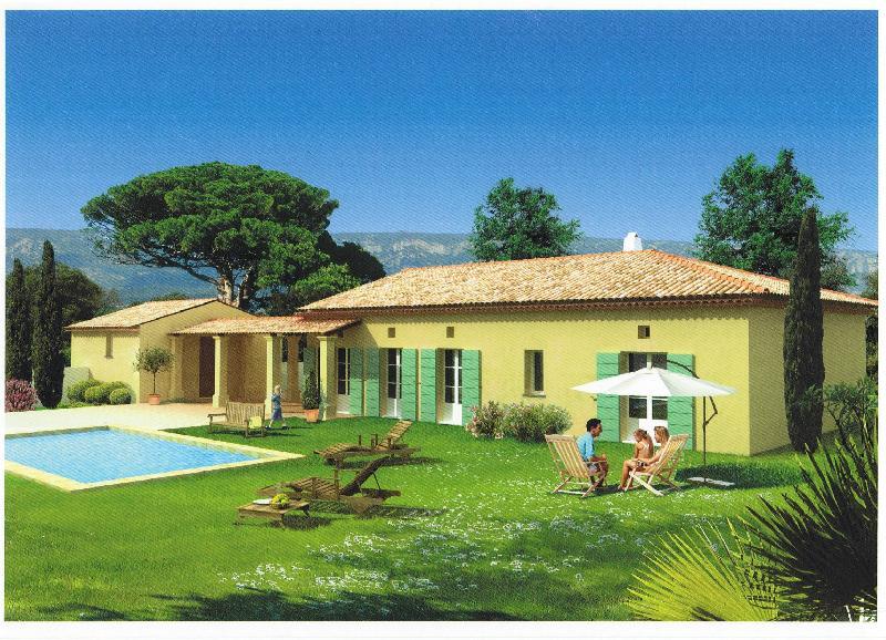 villa neuve située dans le golf de Pont Royal trois chambres,  piscine,  terrasses, jardin amènagè, garage