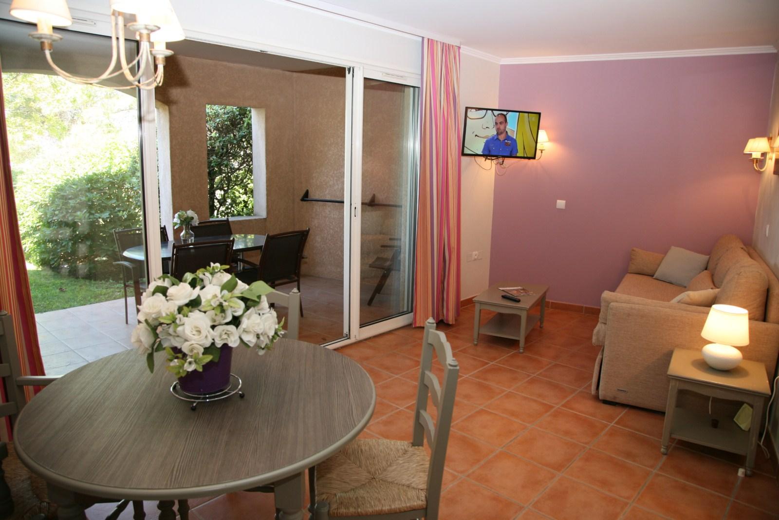 Appartement meubl piscine chauff e dans la r sidence for Meubles pont royal
