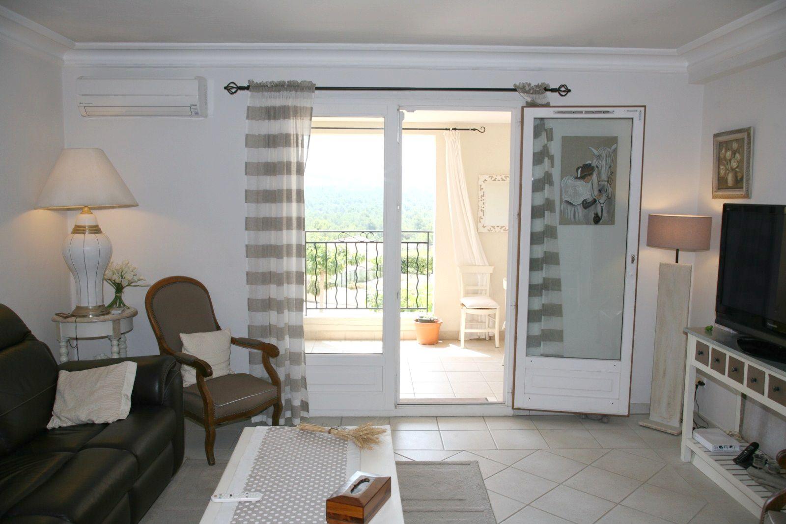 Appartement luxueux de deux chambres dans le domaine for Cherche appartement avec terrasse