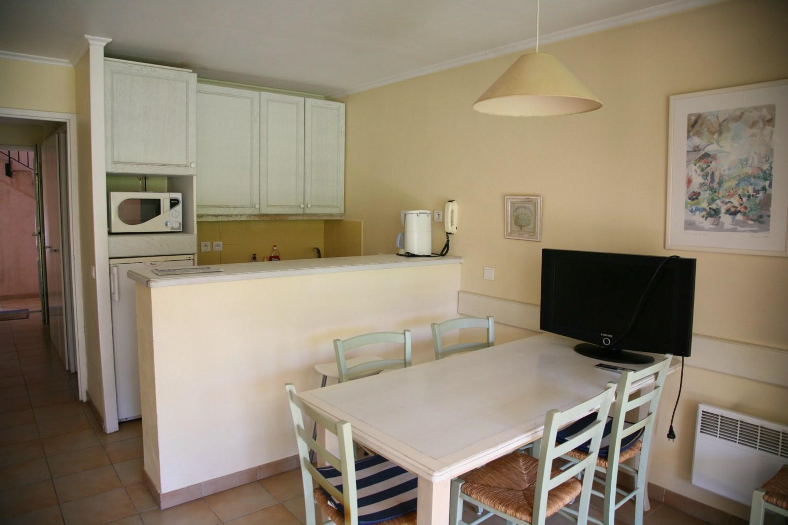 Appartement au rez de chauss e avec une chambre et un coin cabine john cheetham immobilier - Appartement avec une chambre ...