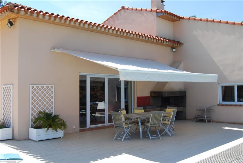 villa contemporaine à fuveau   vue sur la  Sainte -Victoire très belle maison récente d'architecture contemporaine de 323m² de surface SHOB  sur un terrain de 12200m²