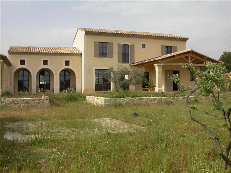 Pelissanne maison neuve d'architecte  surface environ 205m² sur un champs d'oliviers de 4600m²