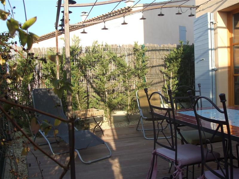 Dans le golf de Pont Royal  une villa de de 100m² environ avec garage, jardinet,