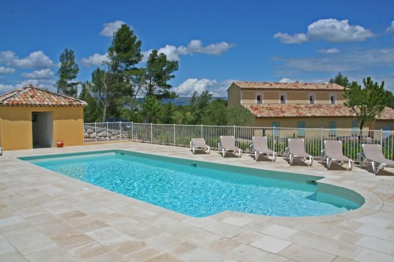 mas dans le domaine s curis du golf de pont royal t2 chambres jardinet garage cave piscine dans. Black Bedroom Furniture Sets. Home Design Ideas
