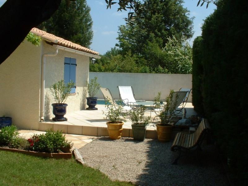 Villa proche de salon de provence senas avec piscine for Location villa salon de provence