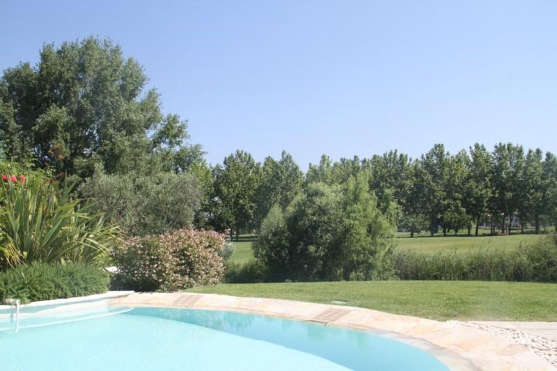 villa dans le domaine du golf de Pont Royal belle situation centrale