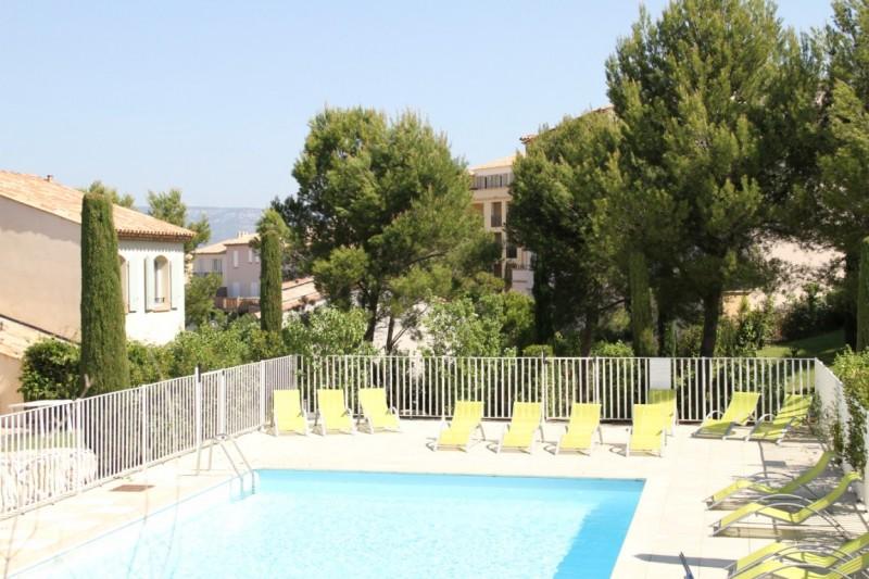 villa dans le domaine du golf de Pont Royal avec piscine dans la résidence.