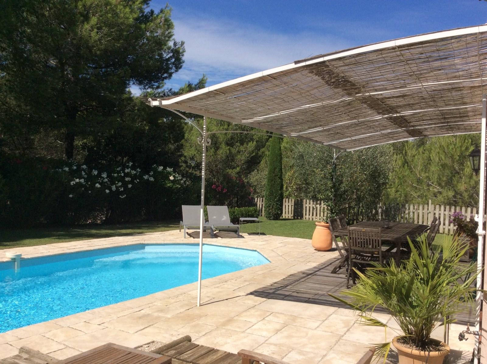 Maison trois chambres golf de pont royal piscinegarage for Piscine sollies pont