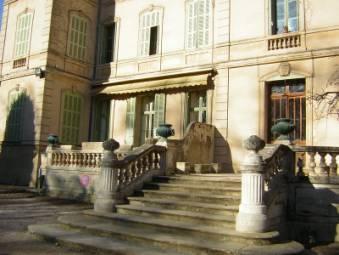 Vente appartement T4 lamanon 13560 senas dans le chateau de lamanon avec jardin. Haut standing