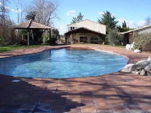 Grande villa avec picine et tennis saint cannat john for Astral piscine st cannat