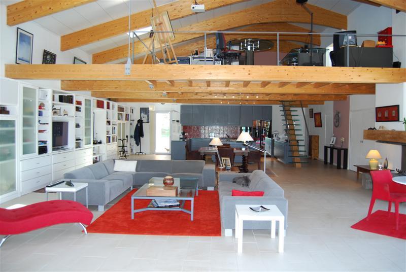 Villa contemporaine fuveau vue sur la sainte victoire for Belle architecture maison